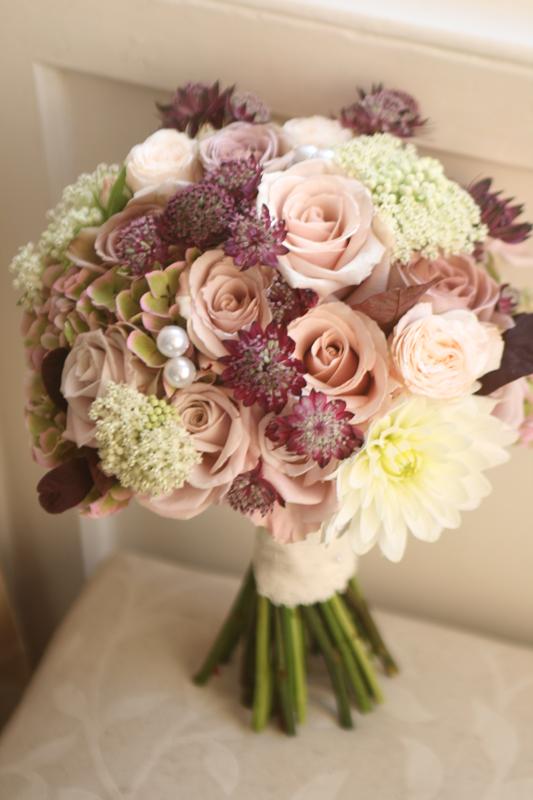 Carlowrie Castle wedding flowers
